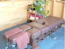 太陽整体院の雰囲気(近代的なカイロプラティックテーブルを用い施術します。)