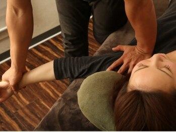 小顔スタジオ(KOGAO STUDIO)の写真/【なかなか改善されない首・肩コリでお悩みの方に!】独自の矯正技術で、肩周りのスッキリ感を体感☆