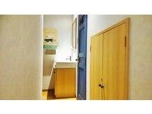 ラフィネ 四谷三丁目店の雰囲気(店内に洗面スペース、トイレがあります!)