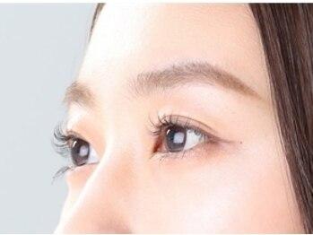 エピファニー(Epi phany Eyelash Salon)の写真/【まつ毛パーマ上・下¥6000】上・下にくるんとまつ毛パーマで、ナチュラルだけどデカ目効果♪
