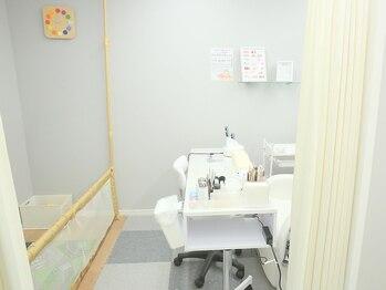 ネイルサロン ラメール(LaMer)の写真/《お子様同伴可》ママさんの癒し空間がここに☆完全個室なので、ママの傍でお待ちいただけます♪