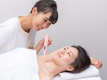 ジェイエステティック 蒲田店/美肌脱毛-3)専用機器で肌を確認