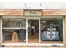 ディアリー バイ ブルー(DEARLY by BLUE)の雰囲気(1階は美容院BLUEです。こちらからお入りください。)