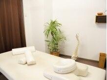 ココロセイタイ トドロキ(todoroki)の雰囲気(仕切られた個室で、広々ゆったりできる施術ベッド。)