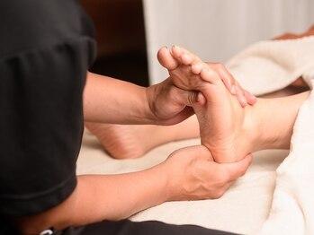 ゆらり 豊橋の写真/【足つぼ30分☆初回2740円】足のむくみ・だるさ・疲労感に効果的◎膝~足先までクリームをつけてほぐします