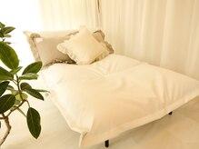 美容サロン クーラ(KU-RA)の雰囲気(フカフカのフランスベッドでゆっくりとお寛ぎください◆)