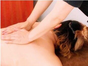 アレッタ ドナ(ALETTA DONA)の写真/【ディープアロマオイルセラピー】力強いオールハンドの施術で首・肩・肩甲骨を重点的にほぐします!!