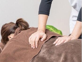 ローズマリー整体院(Rose mary)の写真/日常動作や寝返りなどもつらくなってきた…腰痛につながる原因も含めてじっくり施術を受けたい方へ♪