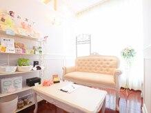 サロン ニニニ(salon 222)の雰囲気(清潔感のある落ち着いた雰囲気の店内。女性の嬉しいが沢山♪)