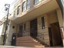 ネイルサロンアンドアイラッシュ タネモト(Nail Salon&Eye Lash Tanemoto)の雰囲気(霧笛楼さんを背中に正面にある建物の2階。1階は今治浴巾さん。)