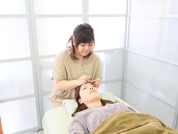 ロクゾウ ヘアサロン(Rokuzo hair salon)の写真/《初回オフ込&20%OFF》お客様のお目元に合わせたデザインをご案内させていただきます♪理想の目元に☆