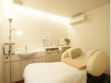 美容室に個室完備のエステルーム。プライベート空間でゆったりと