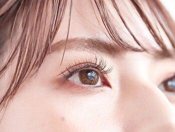 リリィ アイラッシュ(li'li'i eyelash)の写真/【美まつ毛ケア専門】まつ毛エクステの新しい形。カウンセリングベースの美まつ毛提案!無制限つけ放題¥6980