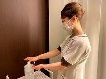 スタッフ施術の際の手指の消毒
