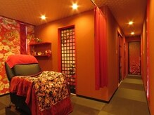 トータルビューティーサロン 琉月の雰囲気(個室・まつ毛専用室。ふわふわのベットでゆっくりお寛ぎ下さい。)