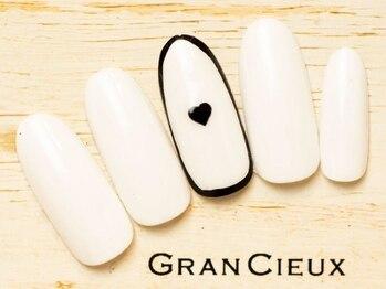 グランシュクアトロ 千葉店(GranCieux × QUATRO)/モノトーンシンプルハートネイル