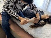 西川総合心整体 リラハ(LiLaHa)の雰囲気(高技術スタッフの施術で肘の痛み腕のねじれに対応♪)