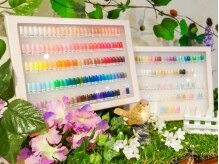 豊富なカラーからお肌の色やお仕事に合った色をお選び頂けます♪
