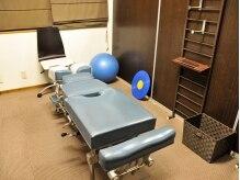 エスクローバーカイロプラクティックスオフィスの雰囲気(清潔なベッドで施術していきます)