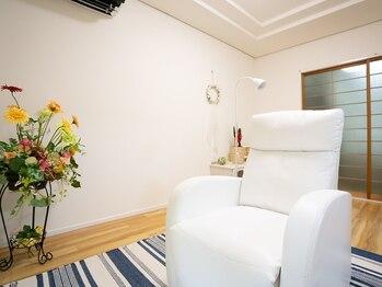シャンス(SHANCE)の写真/白を基調としたシンプルなプライベート空間。店内はリラックスして施術が受けられます♪
