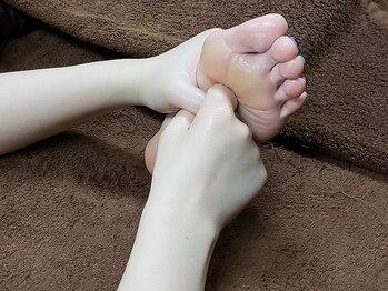 ボディアンドフットケア 九宝庵の写真/【大人気足裏】アロマオイルを使用し足裏マッサージ!足つぼを刺激し足のむくみを解消♪美脚効果も期待◎