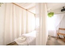 リラクゼーション ソラ(sola)の雰囲気(一番奥のお部屋からは中央公園の木々の緑が眺められます)