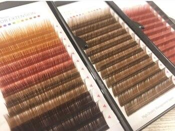 トゥルーネイルアンドアイラッシュ 横浜店(TRU)の写真/いつものエクステを垢抜けた印象に♪カラーを取り入れることで,よりあなたのなりたいイメージに近づけます!