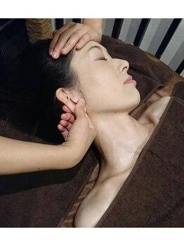 ブランリラクシング(頭。BLANC Relaxing)/施術シーン