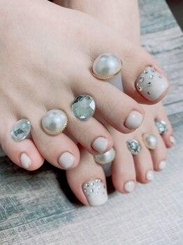 ネイルテラス(nail terrace)の写真/ガサガサかかとはプロにお任せを!丁寧なケアでつるんつるんの足裏に☆モチの良さ◎ネイルが映える足元に♪