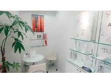 ポーラ ザ ビューティ 赤坂店(POLA THE BEAUTY)の雰囲気(白を基調とした、また来たくなる清潔感のあふれる店内。)