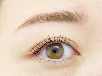 リール アイプラスビューティー(Rire eye + beauty)の写真/[パリエク導入]パーマだけじゃ濃さが足りない,下がりまつ毛でもエクステ付けたい方*パリエクで悩み解決!