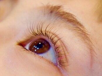 ディアリー バイ ブルー(DEARLY by BLUE)の写真/大人気のフラットラッシュも+500円でブラウンに変更可能◎馴染みやすいブラウンカラーは5色から選択可能♪
