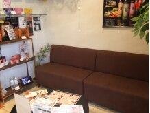 フィオリトゥーラ ガーデン 茨木店の雰囲気(待合室はゆったりと)