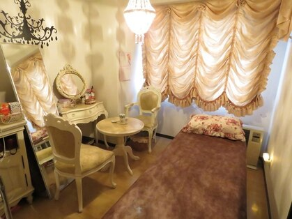 Therapy room Mayfair 【メイフェア】