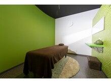 リラクゼーションサロン リリーヴ(Relieve)の雰囲気(個室で、オイルトリートメント(+アロマ)もやってます。)