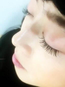 リ ジョーヌ(Lis jaune)の写真/【NEWOPEN】プロの高技術でどの角度から見ても美しい目元を叶えます☆ナチュラルでボリュームのある目元を!