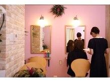 女性らしさをコンセプトにピンクを基調にした店内になっています