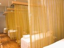 ラフィネ イオン大宮店の雰囲気(仕切りのカーテンを開ければ、ペアでの施術も受けられます♪)