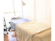 エイムプラスワン(EIM+1)の雰囲気(低反発のベッドと枕でリラックスして頂きながらの施術☆)