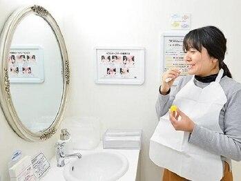 ホワイトニングバー 町田店(WhiteningBAR)/◇専用の歯磨き粉で歯を磨く