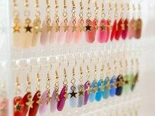 ダリア ネイル バイ テラス(Dahlia nail by TERRACE)の雰囲気(豊富なカラーチャートとサンプルを御用達しています♪)