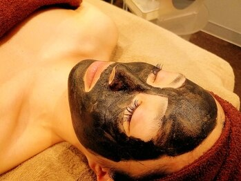 セラヴィ 元吉田店の写真/【国内希少☆カーボンフェイシャル導入】美容家も続々虜に…♪毛穴レス肌でトーンUP!見せたくなる素肌に◎