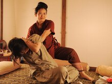 ティーン イサーン/タイ古式のストレッチ1