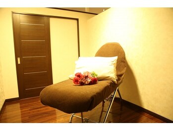スキン 心斎橋店(skin)の写真/アイメイクサロンに珍しい≪全室完全個室≫まつげパーマ/エクステを贅沢なプライベート空間でゆったりと♪
