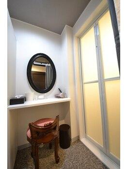 アンディール 梅田店/専用化粧台・シャワー付個室あり