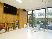 キックボクシングスタジオ カリスジム(CHARIS GYM)の雰囲気(清潔感のあるカフェ風ジムで女性も気兼ねなく通いやすい♪)