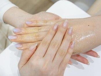 リアム(reiam)の写真/【美爪形成サロン】綿密ケア・一層残しオフでずっと美しい指先。信頼して委ねられるスペシャルハンドケアを
