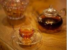 知足常楽 銀座店の雰囲気(施術後は香りの良い中国茶で身体の奥から温まります。)