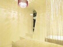 クレズロードの雰囲気(パールホワイト&キルティングの壁・Eyeルームがリニューアル♪)