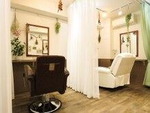 秋葉原コットン まつげパーマ まつ毛エクステ専門店の雰囲気(施述中はカーテンで仕切りますので落ち着いた雰囲気で過ごせます)